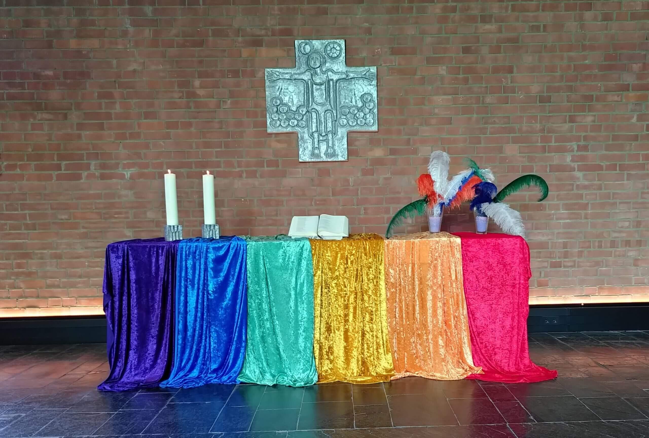 Altar mit Regenbogen